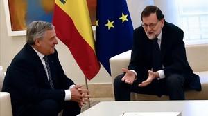 Antonio Tajani y Mariano Rajoy, durante la reunión que han mantenido ambos este viernes en la Moncloa.