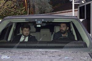 Turan, al volante, después de prestar declaración ante la policía, en octubre.