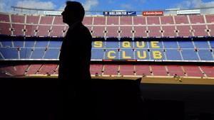 Bartomeu, en el palco del Camp Nou, tras una entrevista con EL PERIÓDICO.