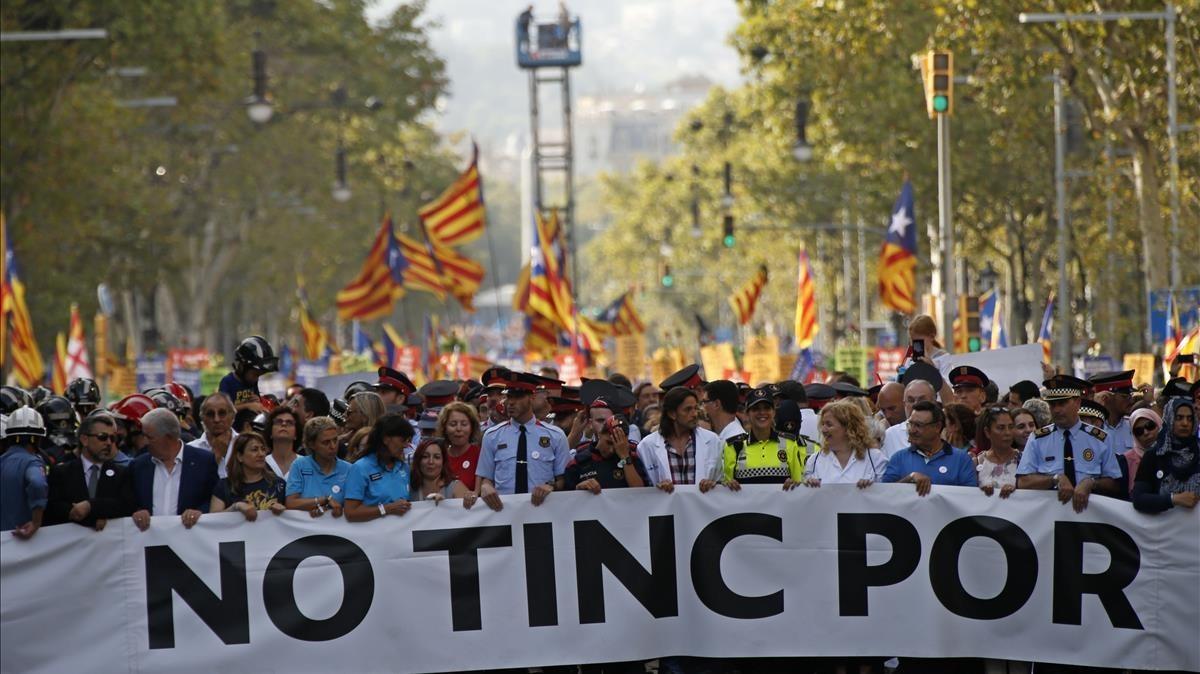 Cabecera de la marcha con 75 personas representantes de los servicios de emergencia y la sociedad civil.
