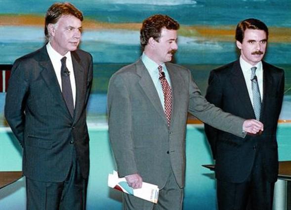 El cara a cara televisivo González-Aznar que moderó Campo Vidal. El PSOE ganó las elecciones del 93, pero perdió la mayoría absoluta y la crisis provocó una huelga general en enero de 1994 (a la derecha).