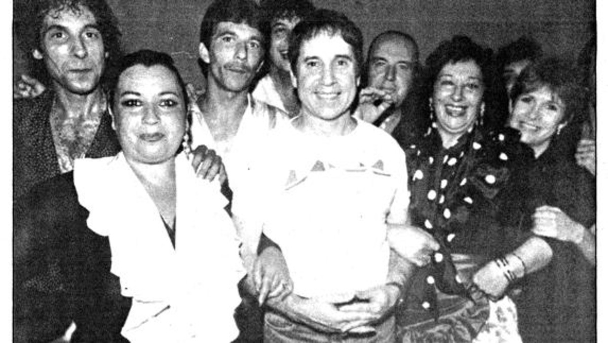 Carrie Fisher, Paul SImon y Chiquito de la Calzada, en un improvisado tablao flamenco en Málaga, en 1989.