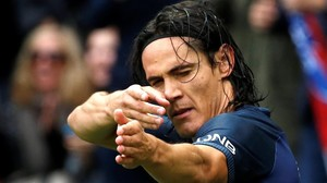 Cavani festeja un gol con el París SG.