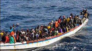 Un cayuco con 215 personas rescatado ante las costas de Mauritania, el pasado octubre.
