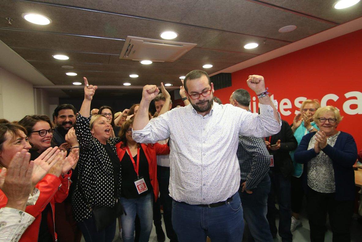 David Bote celebra con un gesto elocuente sus buenos resultados en la capital del Maresme, este domingo.