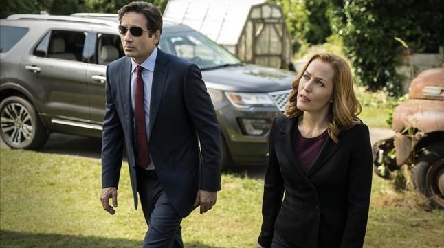 David Duchovny y Gillian Anderson, en uno de los nuevos episodios de 'Expediente X'.
