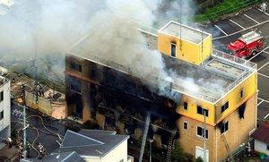 El presunto responEdificio que alberga la empresa Kioto Animation, ubicada en Kioto, fue incendiado de forma intencionada.