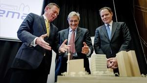 Las auroridades sanitarias holandesas presentan la maqueta de la futura sede de la EMA.