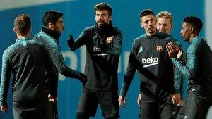 Varios jugadores del FC Barcelona, en el entrenamiento previo al partido con el Borussia Dortmund.