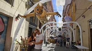 Fiestas de Gràcia, en Barcelona. Calle Mozart, un paseo por el interior de una ballena.