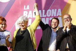 El adjunto a la presidencia de ERC, Pere Aragonés, y la candidata a la alcaldía de Badalona por Guanyem-ERC, Dolors Sabater, al final del acto en Badalona este domingo 12 de mayo de 2019.