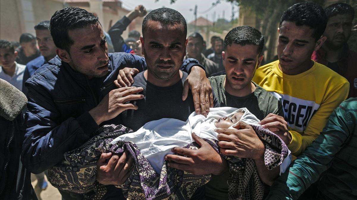 Funeral por el bebé muerto en Gaza.