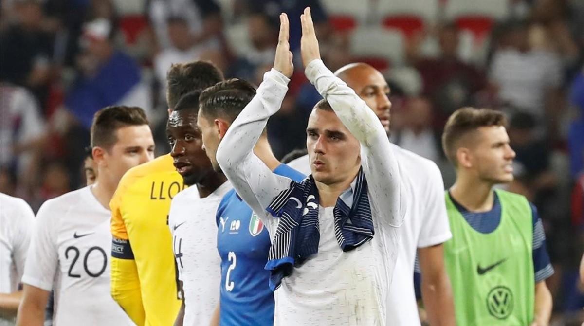 Griezmann aplaudeal público de Niza tras el Francia-Italia delviernes(3-1).