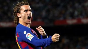 Griezmann celebra con rabia el gol de cabeza a centro de Messi.