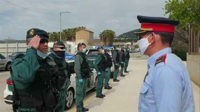 La Guardia Civil da el pésame a los Mossos por la muerte de un agente del cuerpo a causa de coronavirus.