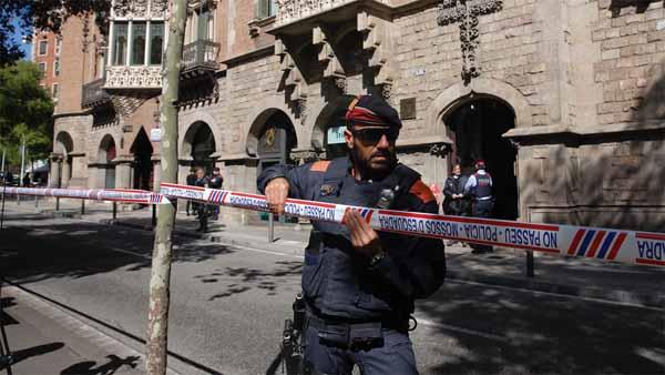 La Guàrdia Civil registra la seu del Diplocat pels pagaments a observadors internacionals de l'1-O