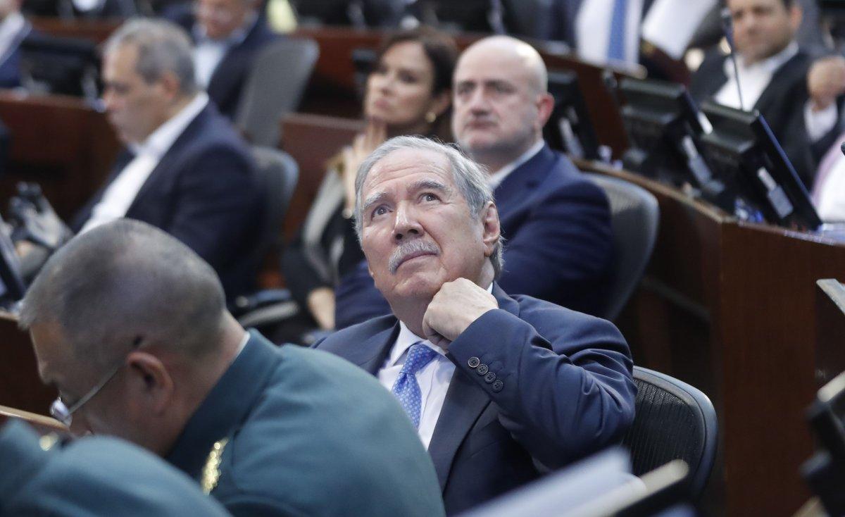 Lo más conveniente era presentar renuncia al cargo: Guillermo Botero