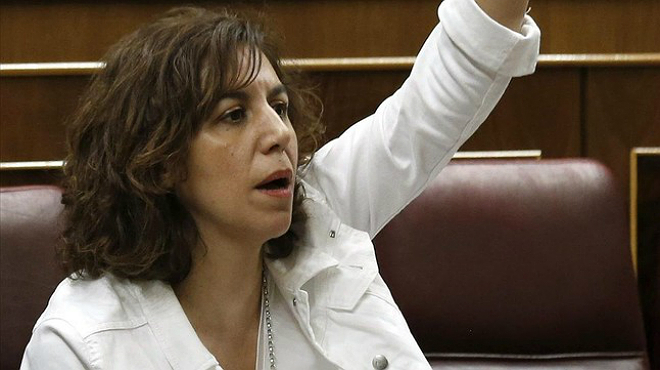 Irene Lozano, diputada d'UPD, es mostra derrotada al congrés.