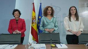 Isabel Celaá, María Jesús Montero e Irene Montero, en la rueda de prensa del Consejo de Ministros.