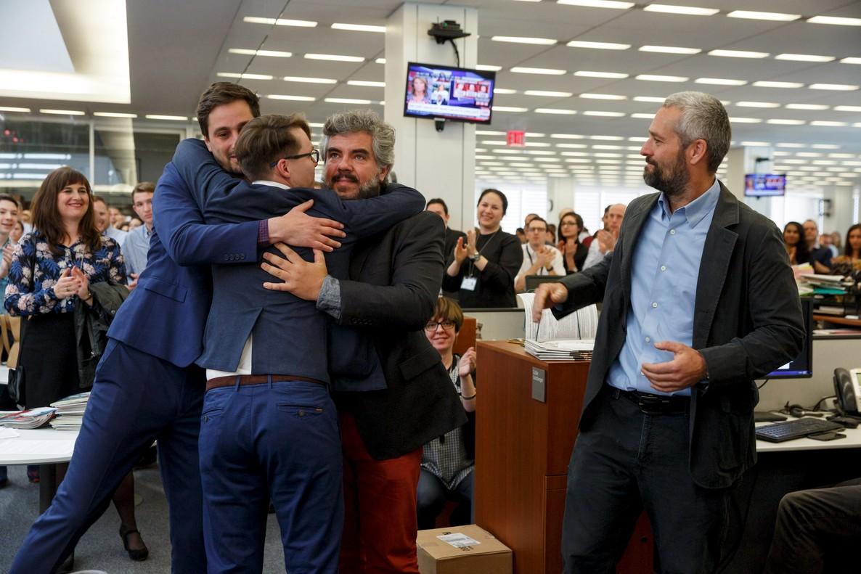 De izquierda a derecha, los fotógrados de The New York Times Daniel Etter, Sergey Ponomarev, Mauricio Lima y Tyler Hicks celebran el Pulitzer.