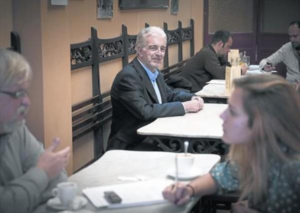 José Antonio Aguilar fotografiado hace unos días en un café de Barcelona.