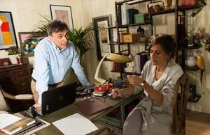 José Mota y Malena Alterio, en una escena de El hombre de tu vida, la serie que rueda estos días TVE.