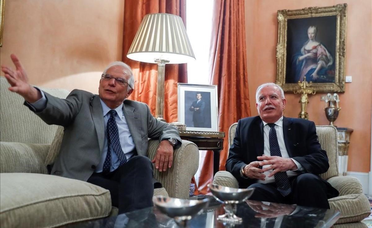 Josep Borrell con el ministro de Exteriores palestino Riad Malki.
