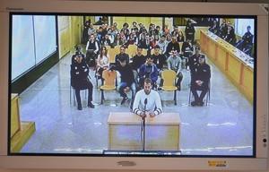 GRAF4817 SAN FERNANDO DE HENARES C A DE MADRID 16 04 2018 - Monitor de la sala de prensa de la Audiencia Nacional de San Fernando de Henares que retransmite el juicio a los ocho acusados de agredir a dos guardias civiles y sus parejas en octubre de 2016 en la localidad navarra de Alsasua unos hechos calificados de terrorismo por los que se enfrentan a una peticion fiscal de entre 12 y 62 anos de prision EFE Fernando Villar