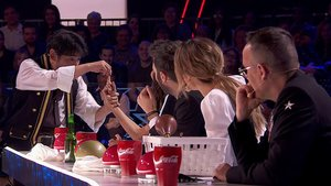 El jurado de 'Got Talent' viendo uno de los números de los semifinalistas.