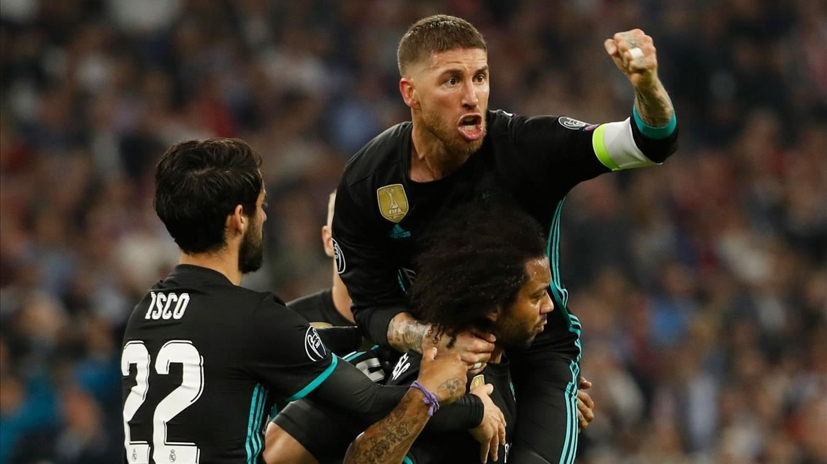 Ramos celebra el gol de Marcelo junto a Isco.