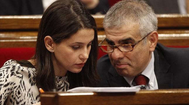 Los diputados de Ciutadans Inés Arrimadas y Carlos Carrizosa, el pasado lunes, durante el primer debate de investidura en el Parlament.