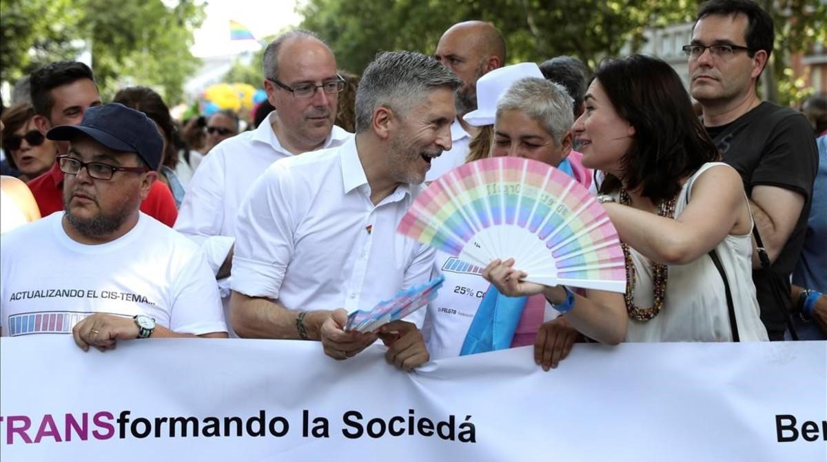 Los ministros Carmen Montón (Sanidad) y Fernando Grande-Marlaska (Interior), en la manifestación del Orgullo, en Madrid.