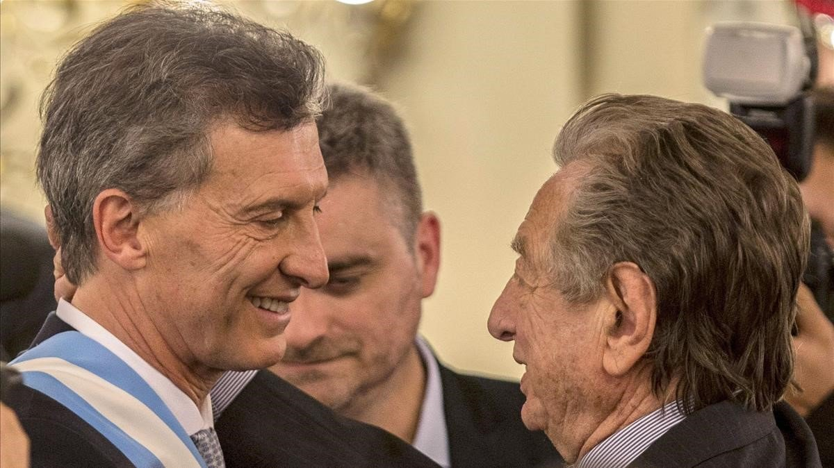 Franco Macri celebra la victoria de su hijo Mauricio en la ceremonia de inauguración presidencial en la Casa Rosada (Buenos Aires) en diciembre de 2015.