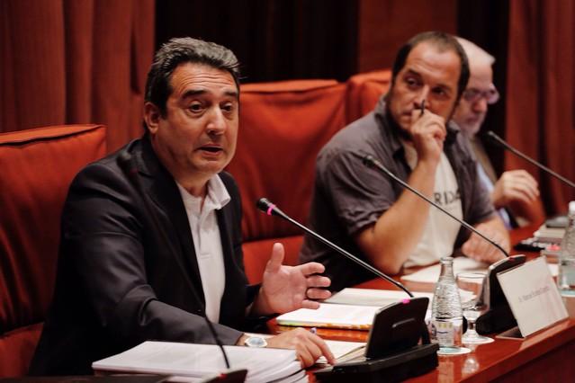 Manuel Bustos, junto a David Fernàndez, durante su comparecencia en el Parlament por el 'caso Mercurio', a principios de junio.