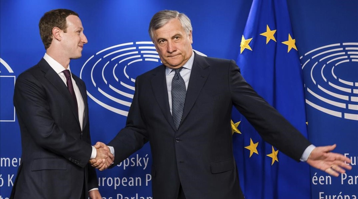 Mark Zuckerberg con el presidente del Parlamento Europeo.