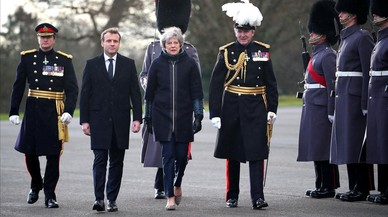 May se compromete ante Macron a destinar 50 millones extra al control de la inmigración en el Canal de Mancha
