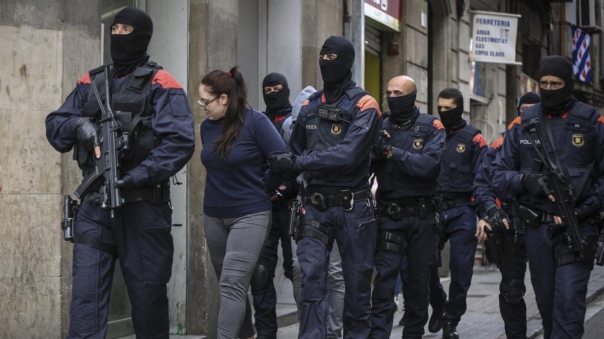 Mossos despliegan un macrooperativo contra los narcopisos de Ciutat Vella, esta mañana