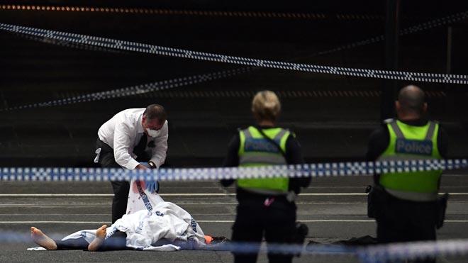 Un muerto y dos heridos en un apuñalamiento en Melbourne, reclamado porEstado Islámico.