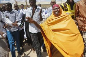 Musulmans canten consignes contra el grup gihadista somali Al-Xabab després del seu atac a la Universitat de Garissa.