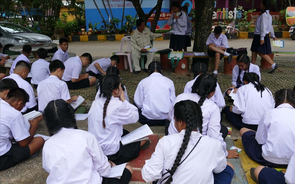 Niños en la escuela en Tailandia.