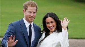 El príncipe Enrique y Meghan Markle posan el día del anuncio de su compromiso, el27 de noviembre del 2017, en el palacio de Kensington.