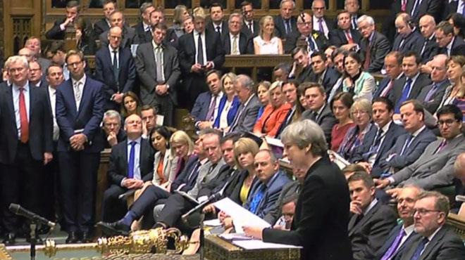 El Parlamento británico aprueba las elecciones anticipadas.