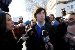 El pequeño Nicolás, a la salida de los juzgados de la plaza de Castilla de Madrid, el pasado diciembre.