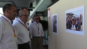 Pere Mas, president de la Federació Balear de Motociclisme; Carmelo Ezpeleta, màxim responsable del Mundial, i Àngel Viladoms, president de la Federació Espanyola, han inaugurat avui, al circuit, una exposició que recorda Luis Salom.