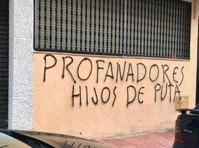 Pintadas franquistas en la sede del PSOE en Getafe (Madrid).
