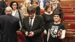 El president Puigdemont junto a Anna Gabriel y Eulàlia Reguant.