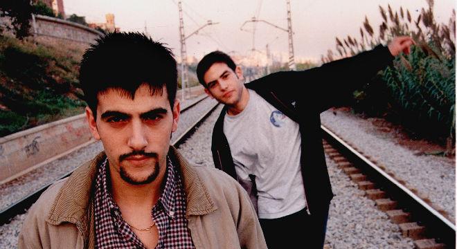 La primera actuació d'Estopa amb un micro, el 1998 al Concurs de Cantautors d'Horta-Guinardó.