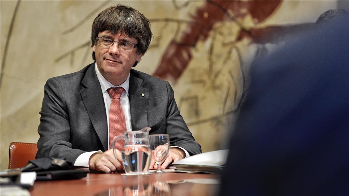 El 'president' Carles Puigdemont, este martes, en la reunión del Consell Executiu.