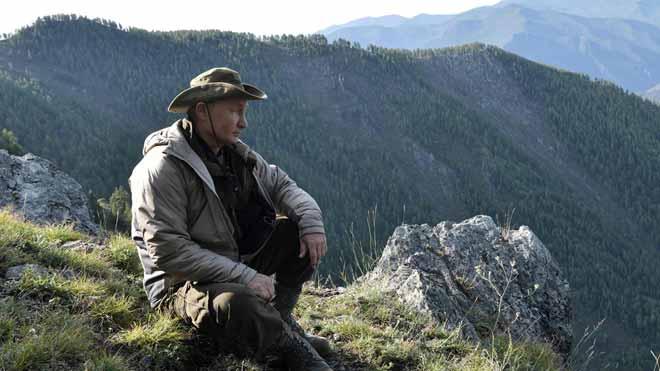Putin pasa el fin de semana en la montaña haciendo senderismo.