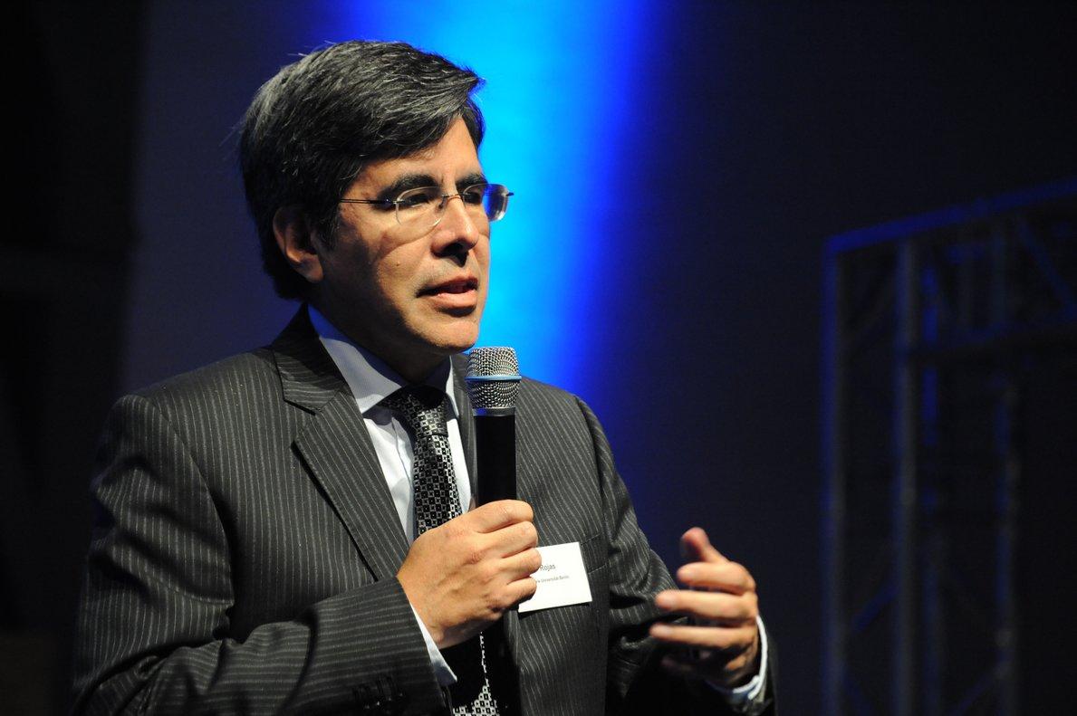 Raúl Rojas, experto en inteligencia artificial